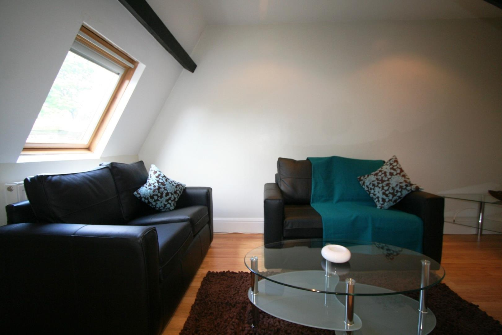 2 Bed Flat Hyde Terrace Leeds 163 116 99 Pppw Available